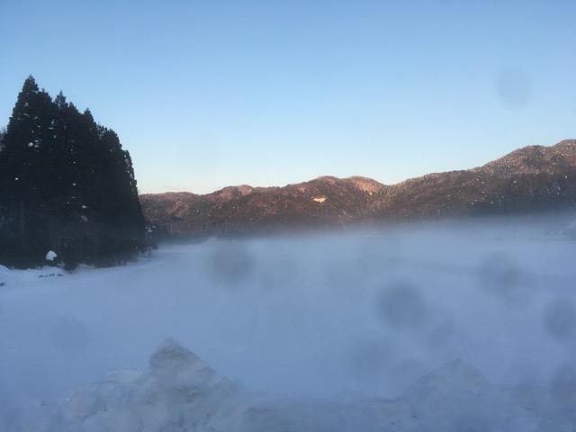 大雪に見舞われた永平寺町の幻想的な風景に連日の雪かきの疲れも吹き飛びます。