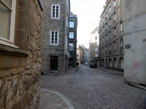 ブルターニュの港町サン=マロは、城壁に囲まれた美しい街。│ガレット(Galette)の本場フランスを巡る旅⑦