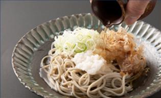【水仙】福井県産そば粉を使った「手打ち生そば(二八)」の販売を開始しました。