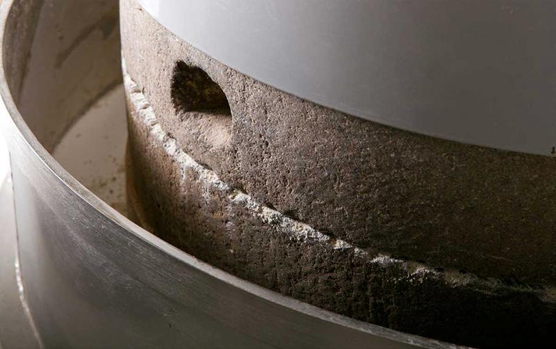 福井産の小和泉石から作られた石臼|カガセイフン